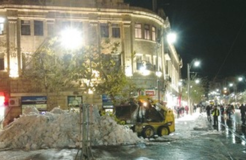 A plow truck clears road of snow in Jerusalem 370 (photo credit: Daniel K. Eisenbud)