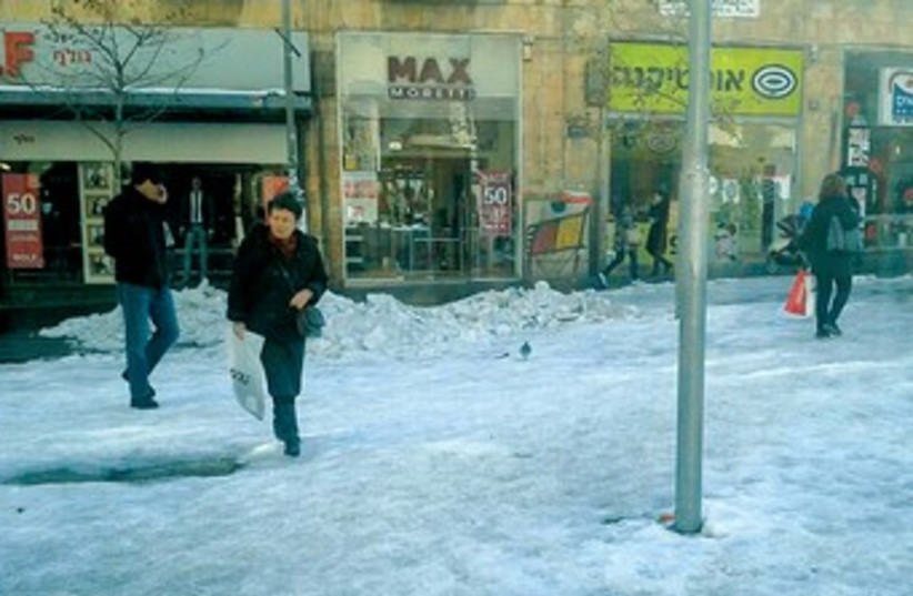 Snow remains on ground in Jerusalem 370 (photo credit: Amy Spiro)