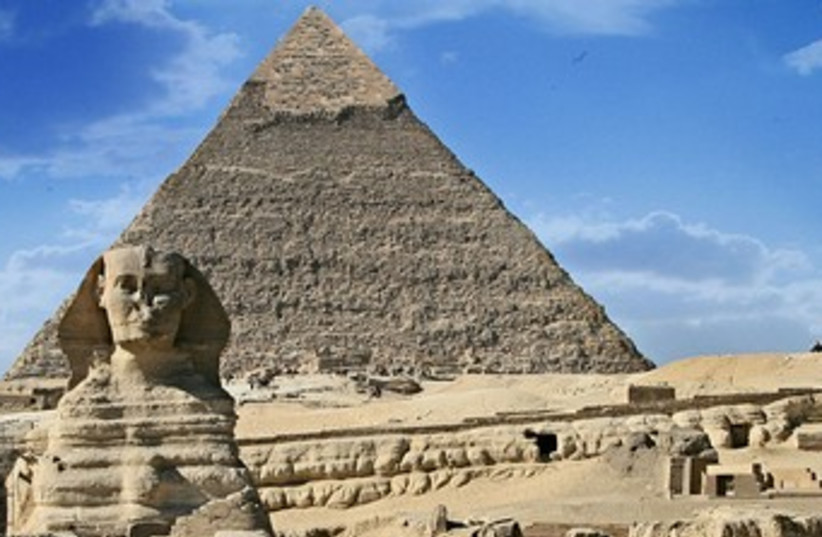 pyramids 370 (photo credit: Rhikal/Wikimedia Commons)