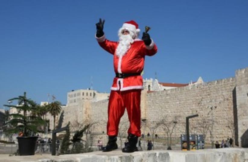 Santa in Jerusalem 370 (photo credit: Marc Israel Sellem/The Jerusalem Post)