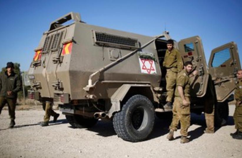 IDF medics. (photo credit: REUTERS/Amir Cohen)
