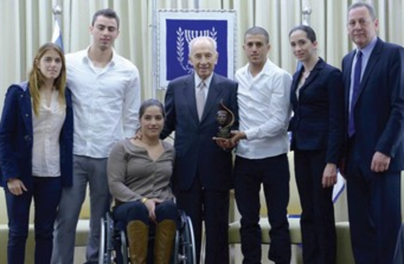 Peres with Olympic Committee delegates 370 (photo credit: Mark Neiman/GPO)