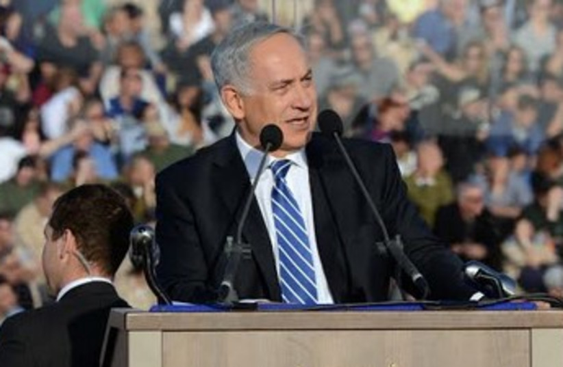 Netanyahu at IAF graduation (photo credit: Haim Zach / GPO)