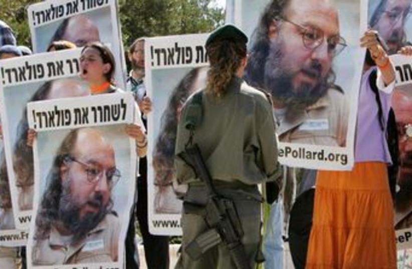 Israeli protesters demand Pollard's release in 2005. (photo credit: REUTERS)