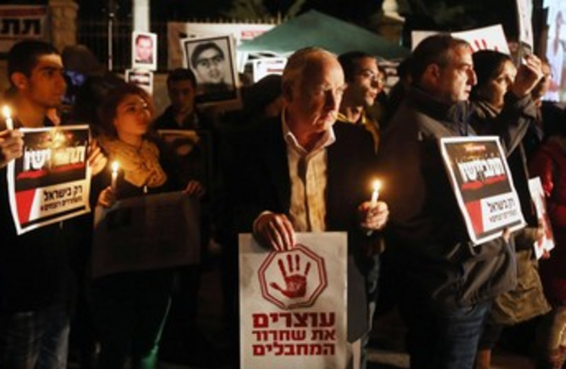 Candlelight vigil, protest of prisoner release 370 (photo credit: Marc Israel Sellem/The Jerusalem Post)