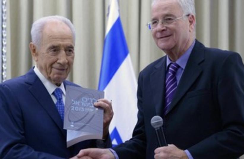 President Shimon Peres and Yitzhak Kadman (photo credit: Mark Neiman/GPO)