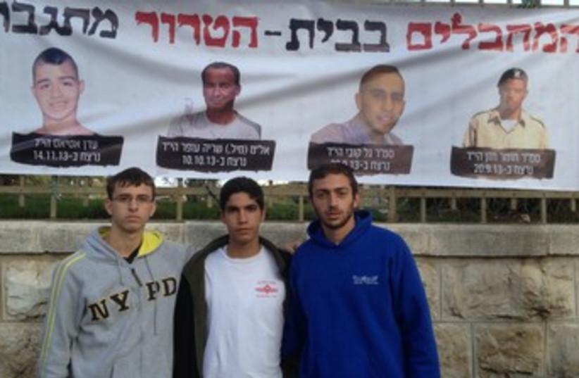 Israelis protesting the release of Palestinian terrorists (photo credit: Daniel K. Eisenbud)