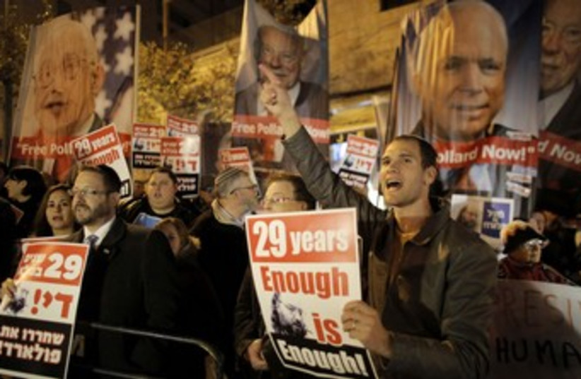 Protesters call for Jonathan Pollard's release. (photo credit: Reuters)