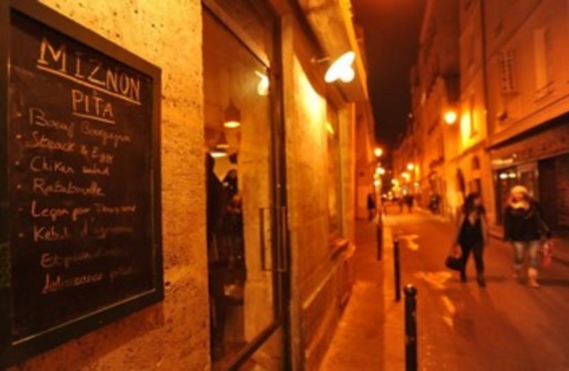 Paris ouspost of Tel Aviv restaurant Miznon  (photo credit: Cnaan Liphshiz/ JTA)