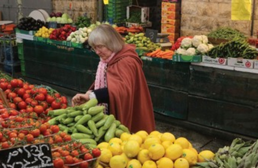 A shopper in Jerusalem's Mahane Yehuda market (photo credit: Marc Israel Sellem/The Jerusalem Post)