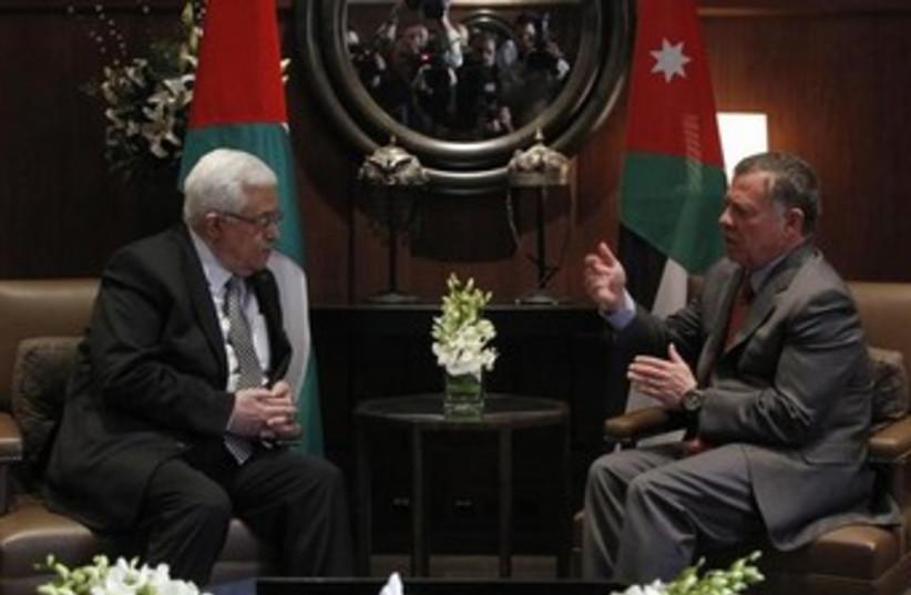 PA President Mahmoud Abbas meeting with Jordan's King Abdullah II, January 8, 2015. (photo credit: REUTERS/Muhammad Hamed)