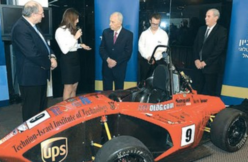 President Shimon Peres examines the race car built by Technion-Israel Institute of Technology students, January 8, 2014. (photo credit: Mark Neiman/GPO)
