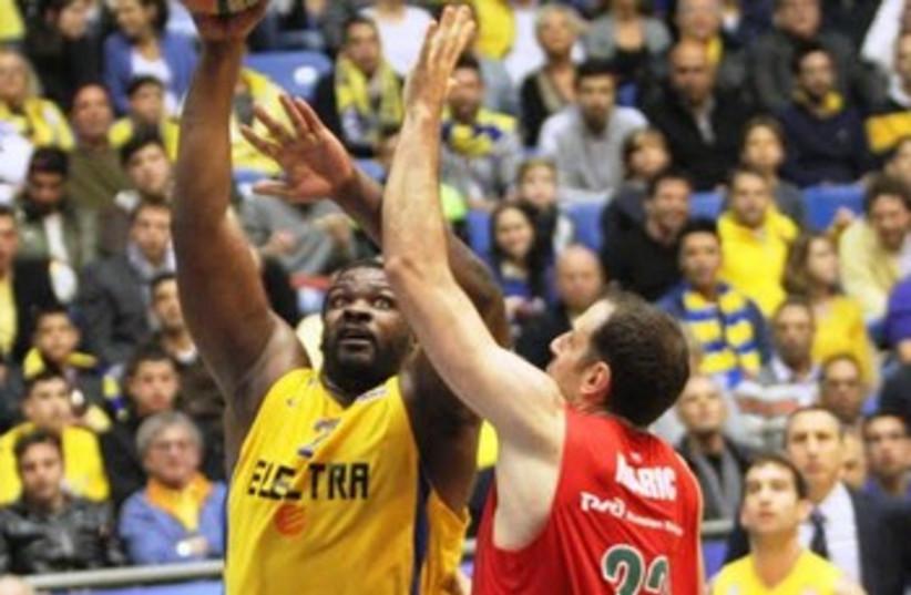 Maccabi Tel Aviv center Sofoklis Schortsanitis. (photo credit: Adi Avishai)