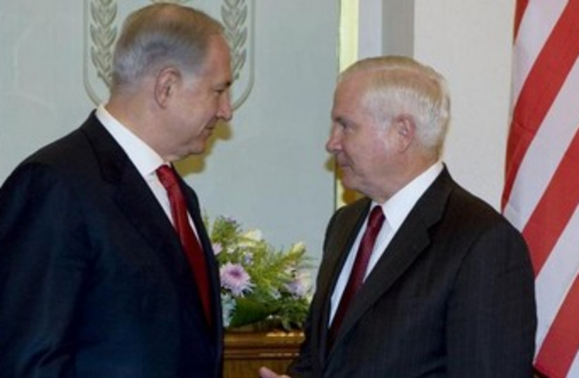 Prime Minister Binyamin Netanyahu meeting with then-US defense secretary Robert Gates, July 27, 2009. (photo credit: REUTERS/Darren Whiteside)