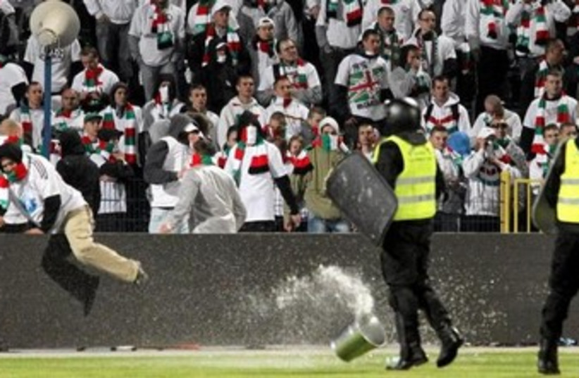 Polish soccer fans clash with police (photo credit: Reuters)