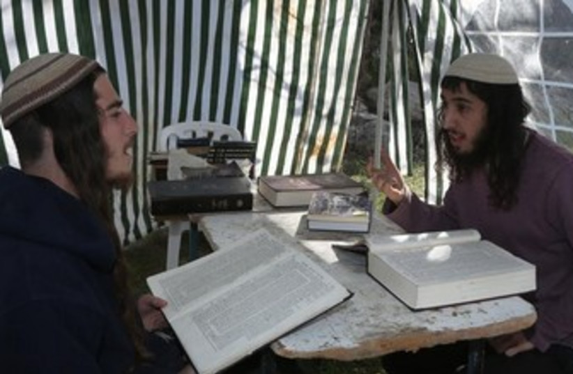 Studying Torah in Homesh, January 14, 2014 (photo credit: MARC ISRAEL SELLEM/THE JERUSALEM POST)