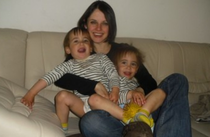 Beth Schlesinger and her children. (photo credit: COURTESY OF HELPBETH.ORG)