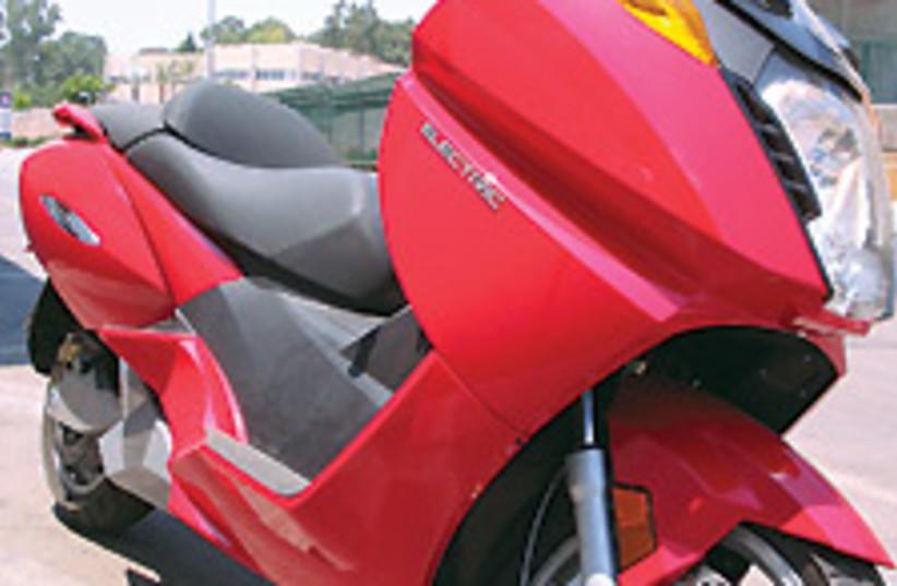 vectrix scooter 88 224 (photo credit: Sam Ser)