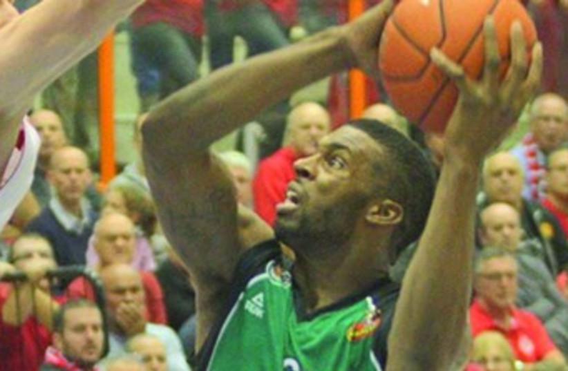 Maccabi Haifa forward Donta Smith scored 20 points – including the last three of the game with two seconds to play – to lead the Greens to a 79-76 home victory over Maccabi Rishon Lezion last night at Romema Arena. (photo credit: ADI AVISHAI)