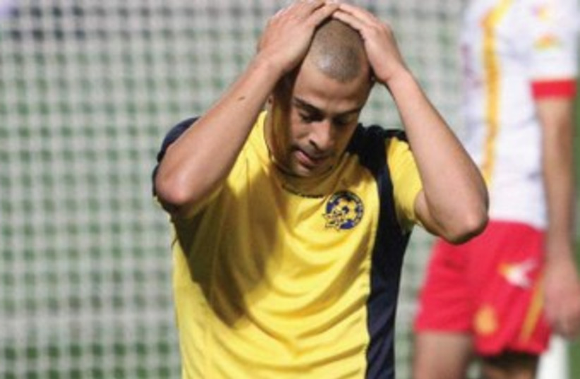 Maccabi Tel Aviv midfielder Tal Ben-Haim couldn't help his team avoid a State Cup exit at the hands of Ashdod SC. (photo credit: ADI AVISHAI)