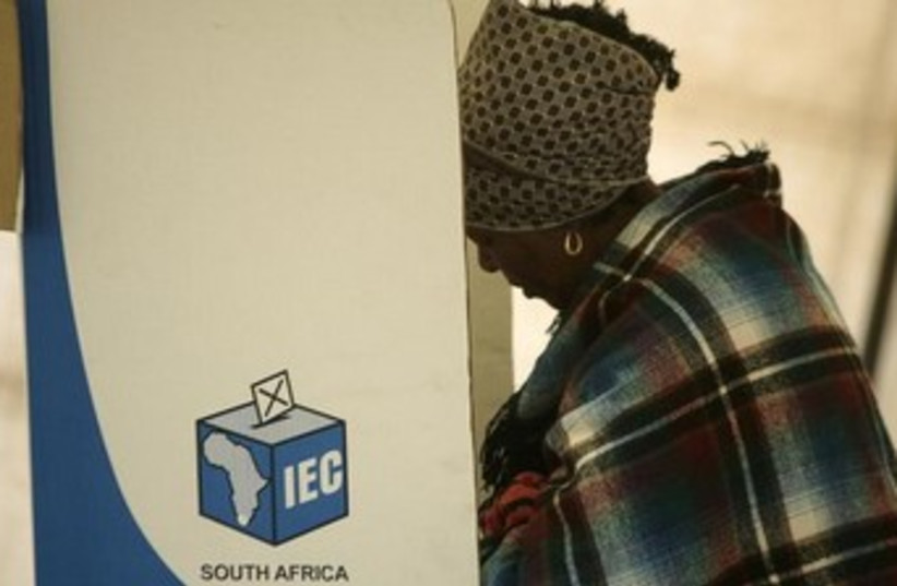A voter in South African elections, 2009. (photo credit: REUTERS)