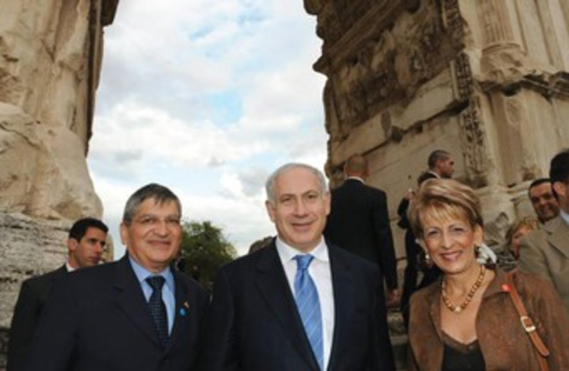 Gideon Meir (left) and Prime Minister Binyamin Netanyahu visit Italy, where Meir served as ambassador from 2006 to 2012. (photo credit: GPO)