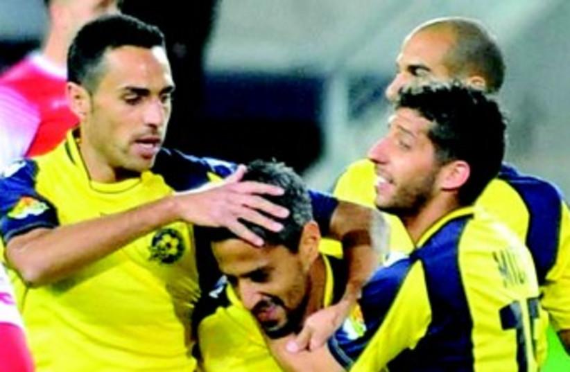 Maccabi Tel Aviv celebrate (photo credit: ASAF KLIGER)