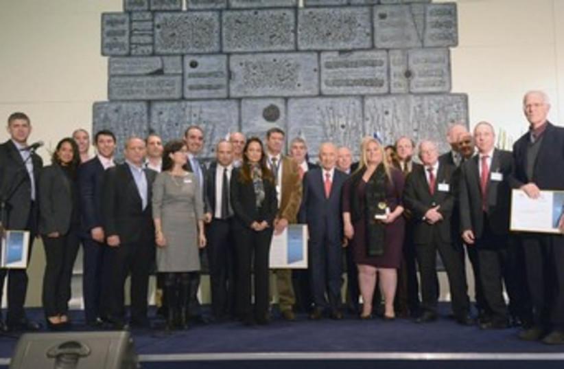 Peres awarding Israel's top exporters. (photo credit: Mark Neiman/GPO)