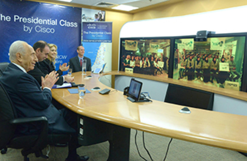 Peres breaks Guinness World Record with largest online civics class on record‏ (photo credit: Mark Neiman/GPO)