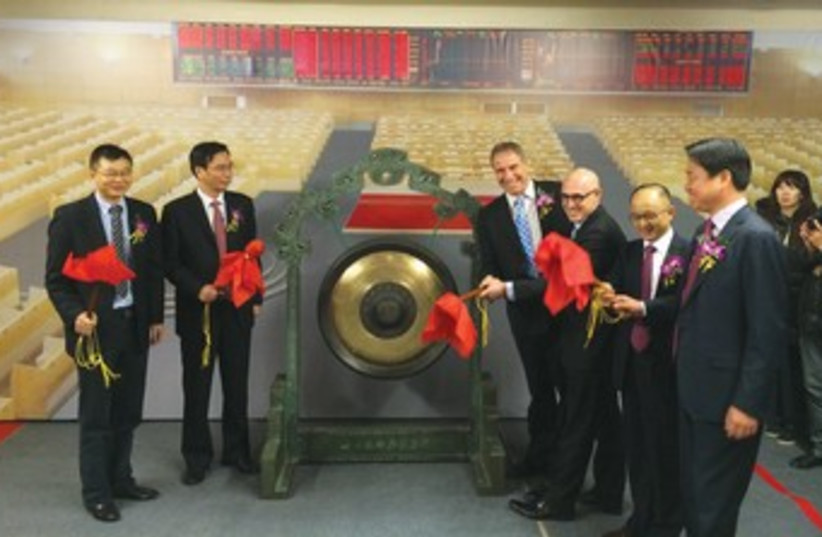 INFINITY GROUP founder Amir Gal-Or (beside the bell, to the right) and Israeli Consul-General to Shanghai Arnon Perlman (to Gal-Or's left) prepare to ring the opening gong at the Shanghai stock exchange. (photo credit: INFINITY GROUP)