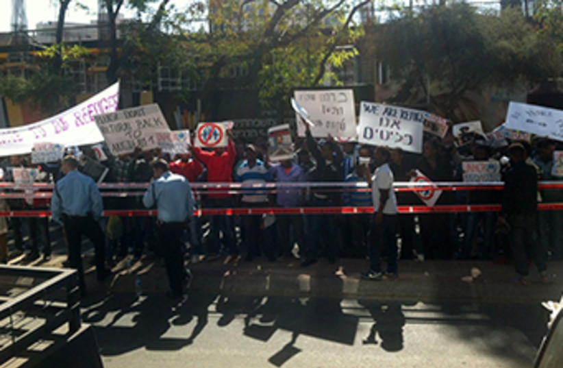 African migrants protest in Tel Aviv (photo credit: LAUREN IZSO)