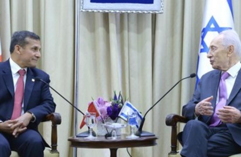 Shimon Peres meets with Peruvian President Ollanta Humala Tasso  (photo credit: Mark Neiman/GPO)