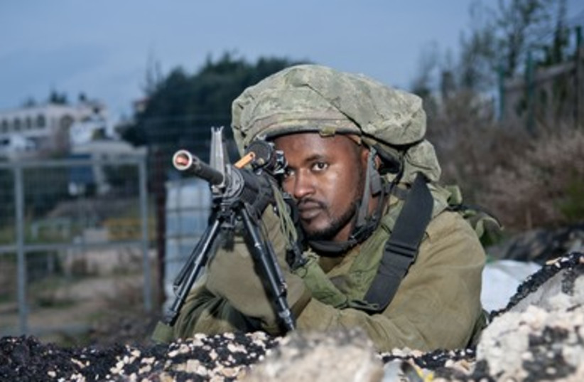 IDF paratroopers take part in a war drill in the north. (photo credit: IDF SPOKESMAN'S OFFICE)