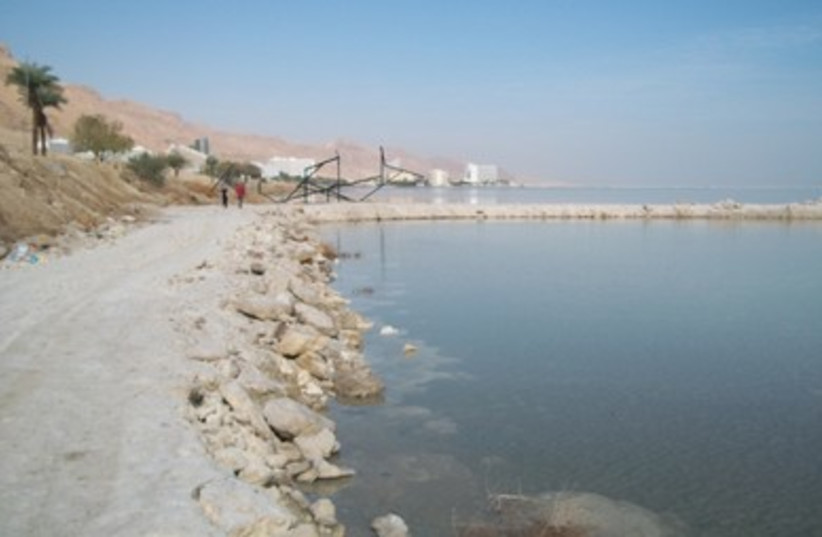 Hiking the Dead Sea (photo credit: YITZCHAK MISKIN)
