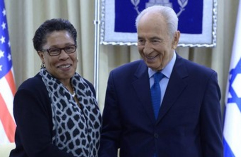 President Shimon Peres meets with Congressional Black Caucus.  (photo credit: Mark Neiman/GPO)
