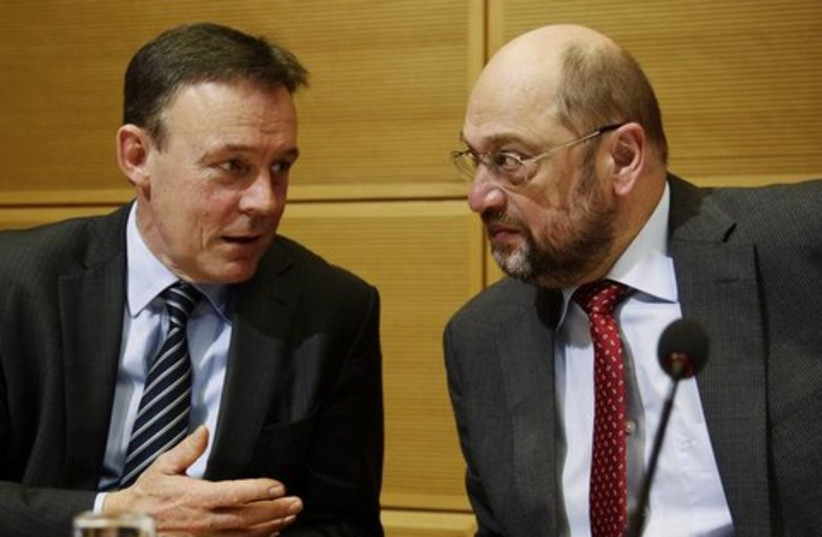 Parliamentary leader of Germany's Social Democratic Party (SPD) Thomas Oppermann (L) chats with party fellow Martin Schulz before a party board meeting in Berlin February 17, 2014. (photo credit: REUTERS)