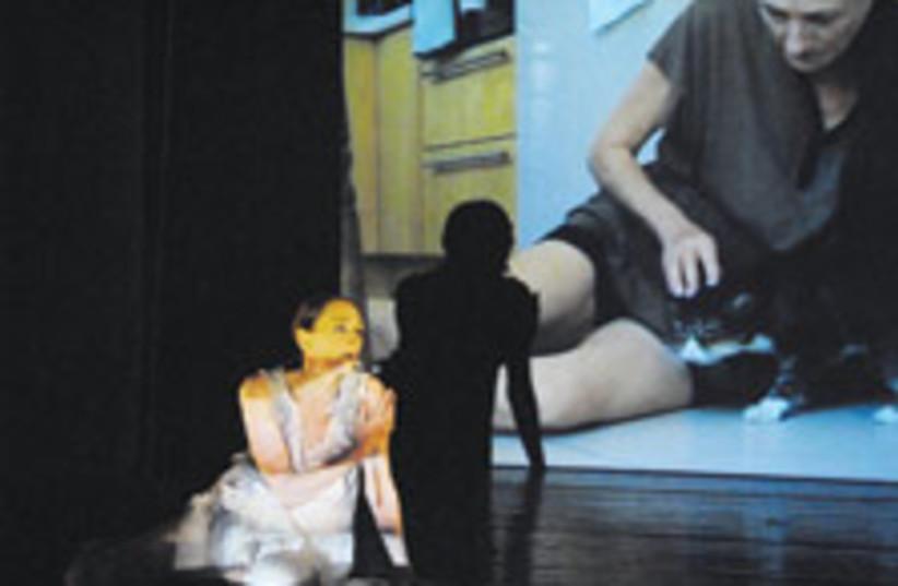 lady on stage 88 224 (photo credit: Tamar Lam)