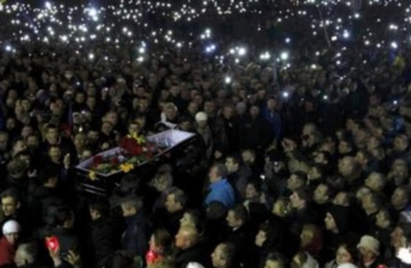 People carry the coffin of one anti-governent protester who was killed after days of violence during a rally in the Independence Square in Kiev February 22, 2014. (photo credit: REUTERS)