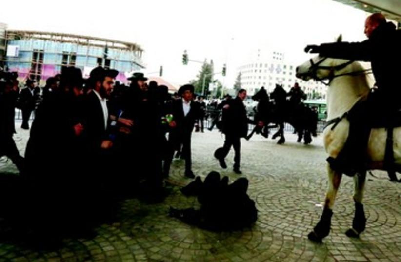 Manifestation de haredim (photo credit: MARC ISRAEL SELLEM/THE JERUSALEM POST)