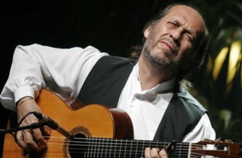 Spanish guitarist Paco de Lucia performs in Palma de Mallorca. (photo credit: REUTERS)