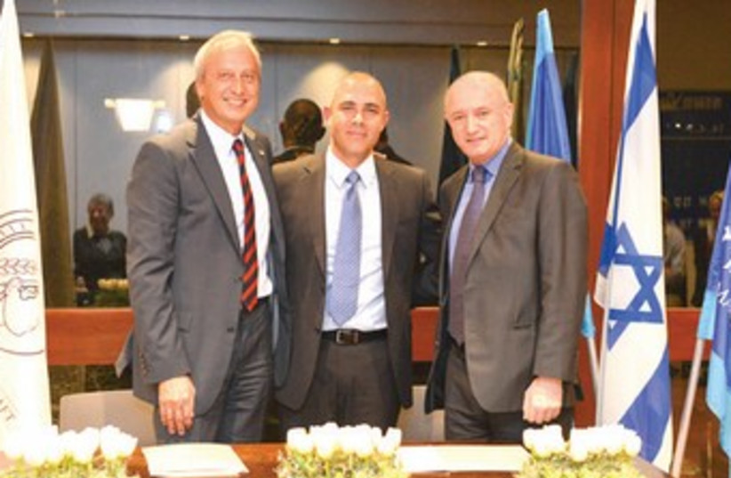 Signing ceremony in Rehovot, from left, Max Planck Society president Peter Gruss and Weizmann's Prof. Alon Chen and president Prof. Daniel Zajfman. (photo credit: WEIZMANN INSTITUTE OF SCIENCE)