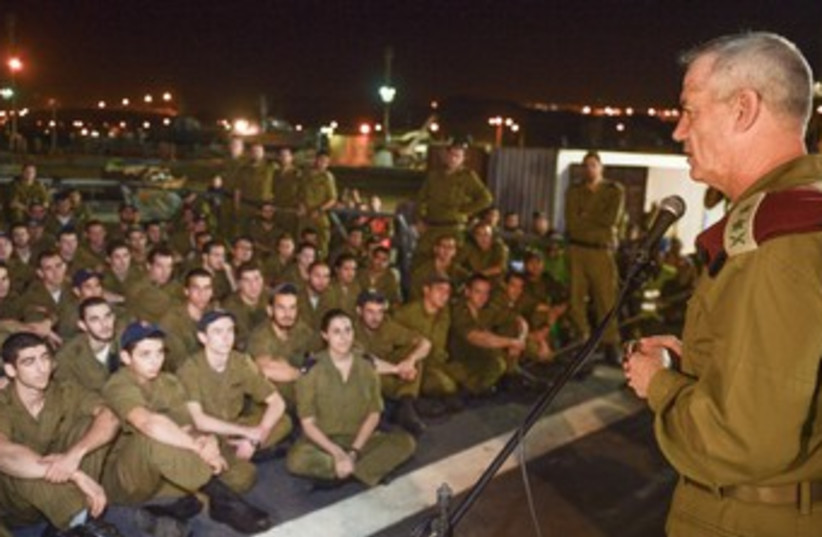 IDF Chief Gantz with soldiers, March 9, 2014. (photo credit: IDF SPOKESMAN'S OFFICE)