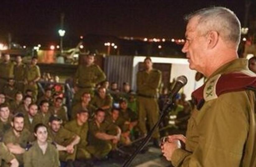 IDF Chief Gantz with soldiers, March 9, 2014. (photo credit: IDF SPOKESMAN'S OFFICE)