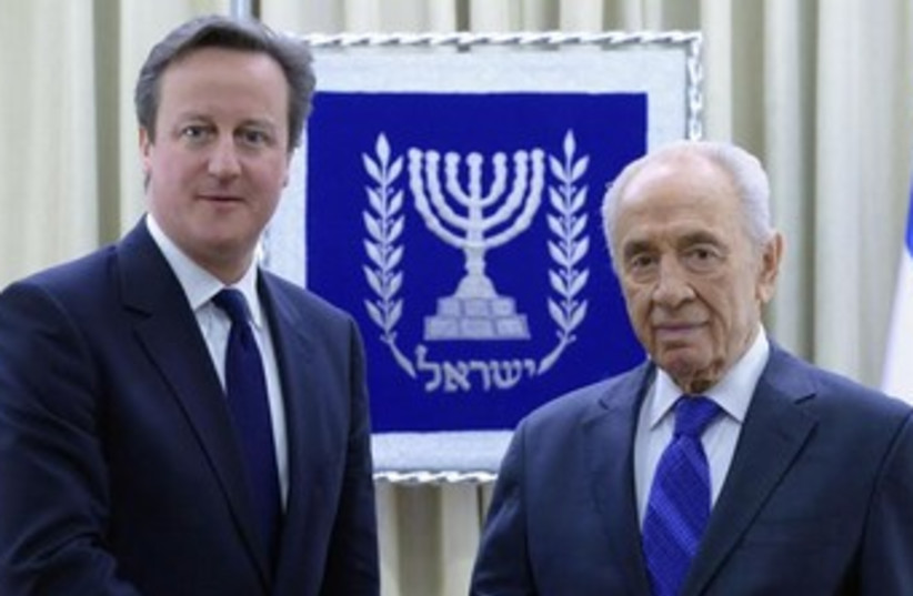Cameron and Peres (photo credit: Mark Neiman/GPO)