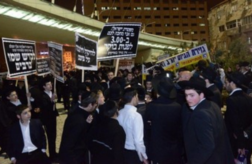 Haredim protest in Jerusalem against the arrest of a yeshiva student who did not report to IDF for conscription, March 19, 2014. (photo credit: MOSHE BEN NAIM/NEWS 24)