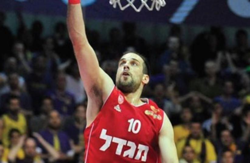 Hapoel Jerusalem guard Yotam Halperin scored the Reds' winning basket at the final buzzer to secure an 81-78 advantage over Nizhny Nogorod in the first leg of the Eurocup quarterfinals last night at Malha Arena. (photo credit: ASAF KLIGER)