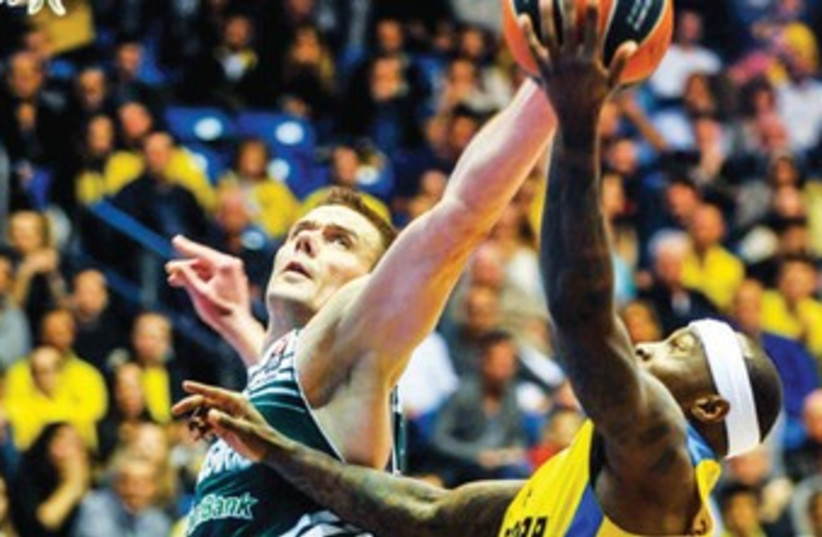 Maccabi Tel Aviv guard Tyrese Rice (right) hopes to build on his game-high 19 points against Zalgiris Kaunas last week when the yellow-and-blue visits Partizan Belgrade tonight in Euroleague Top 16 action. (photo credit: ASAF KLIGER)