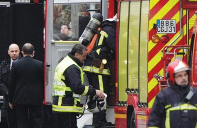 Police and firefighters at the scene of a raid to arrest a suspect in the killings at a Jewish school in Toulouse March, 2012. (photo credit: REUTERS)