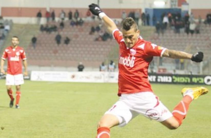 Hapoel Beersheba midfielder Maor Buzaglo led to both his team's goals in a 2-0 victory over Bnei Sakhnin, March 22, 2014. (photo credit: MEIR EVEN HAIM)