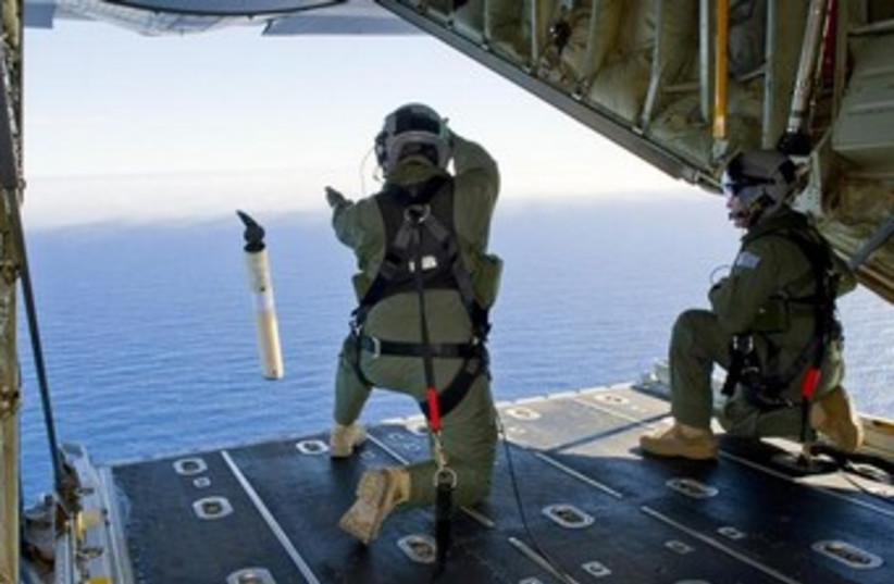 Royal Australian Air Force rescuers in the southern Indian Ocean during a search for the missing Malaysia Air plane. (photo credit: REUTERS)
